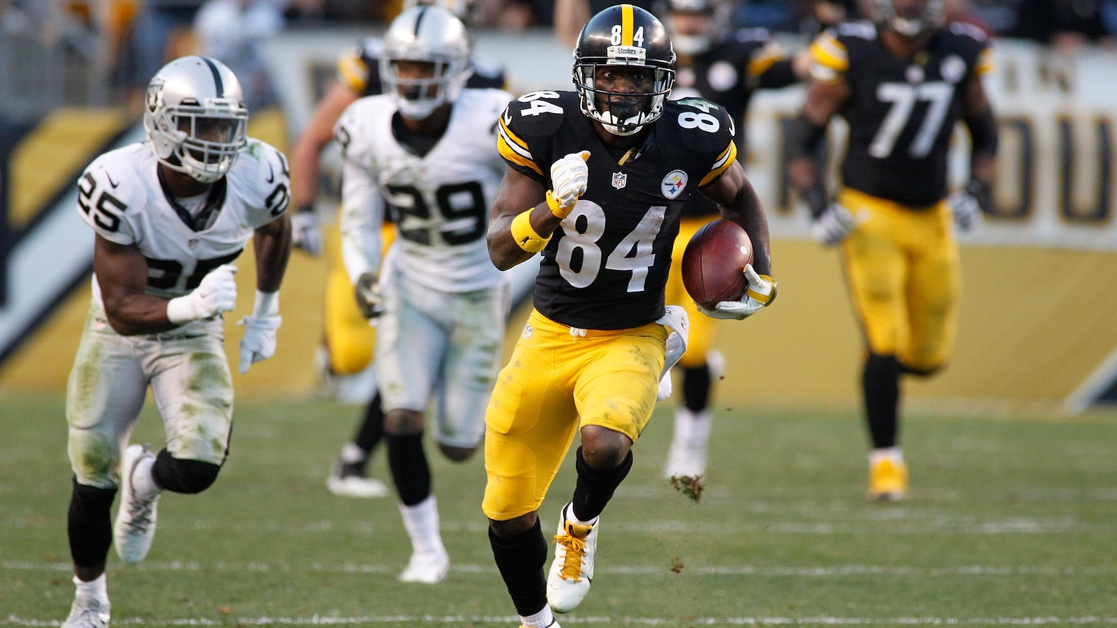 Les Steelers échangent Antonio Brown aux Raiders — NFL