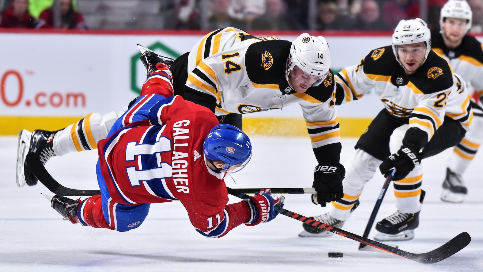 Brendan Gallagher entre en contact avec Chris Wagner, des Bruins