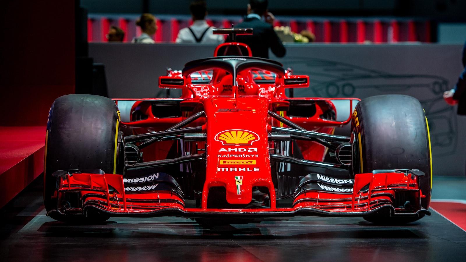 La monoplace de Ferrari est présentée au 89e Salon international de l'auto de Genève, en Suisse.