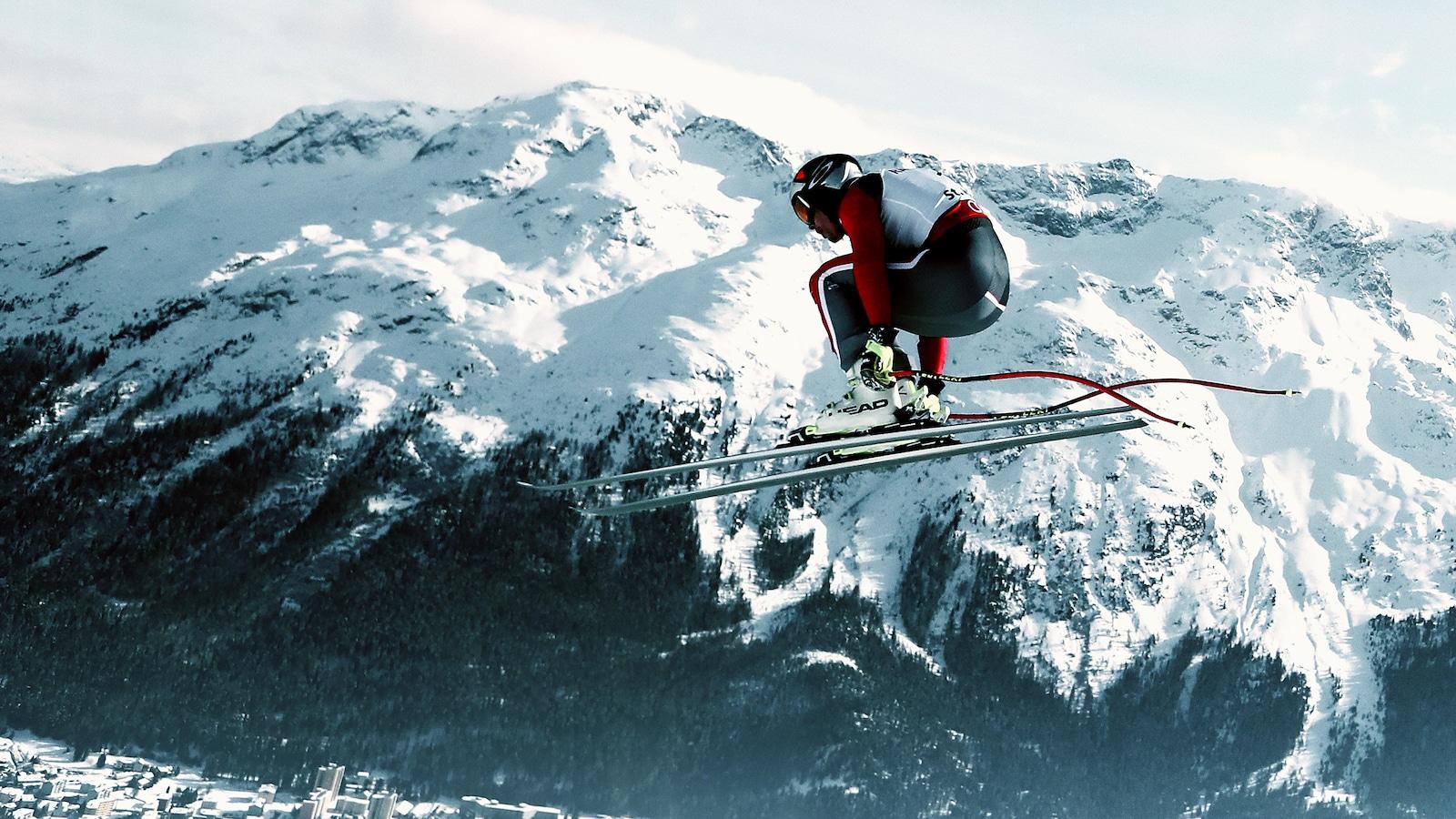 Erik Guay effectue une descente à St-Moritz.