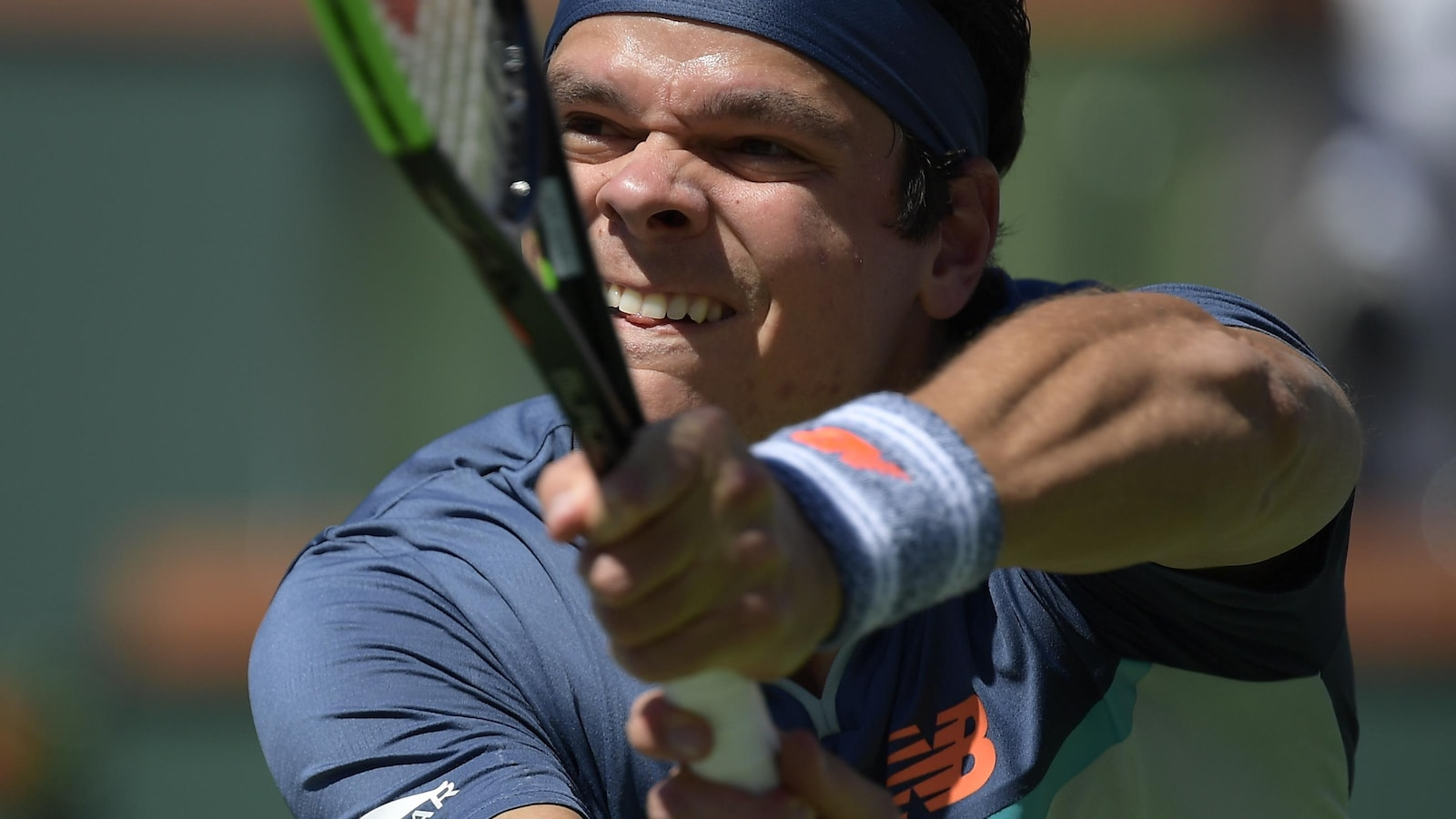 Milos Raonic en action contre l'Autrichien Dominic Thiem, en demi-finale du tournoi d'Indian Wells.