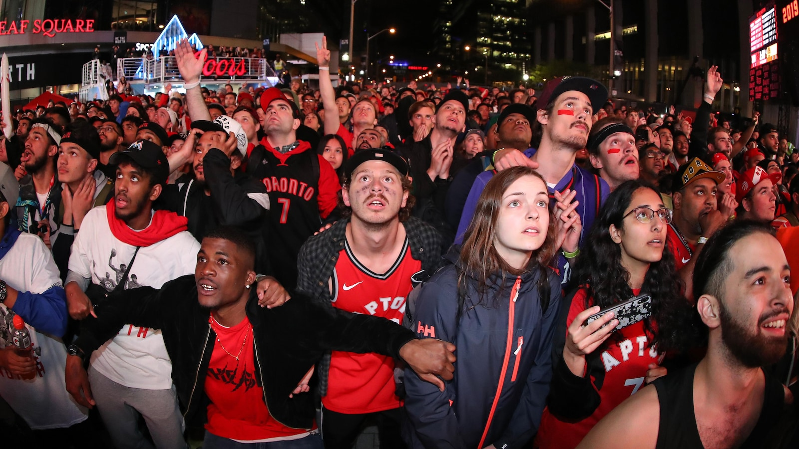 Une marée humaine à Toronto pour la parade victorieuse des Raptors