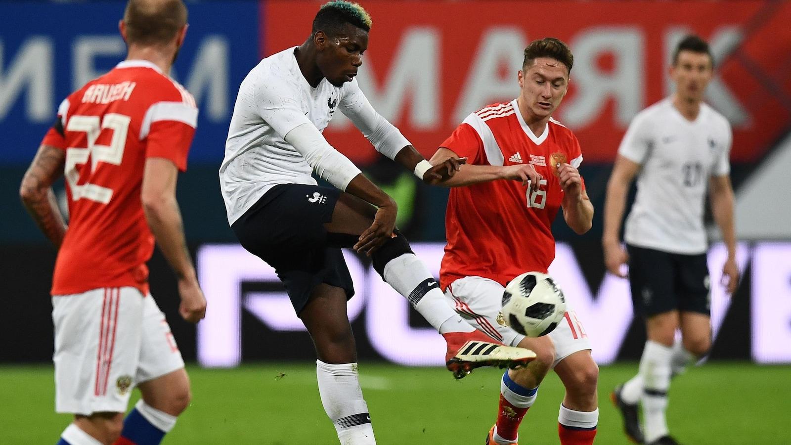 Le milieu de terrain Paul Pogba pendant le match amical France-Russie