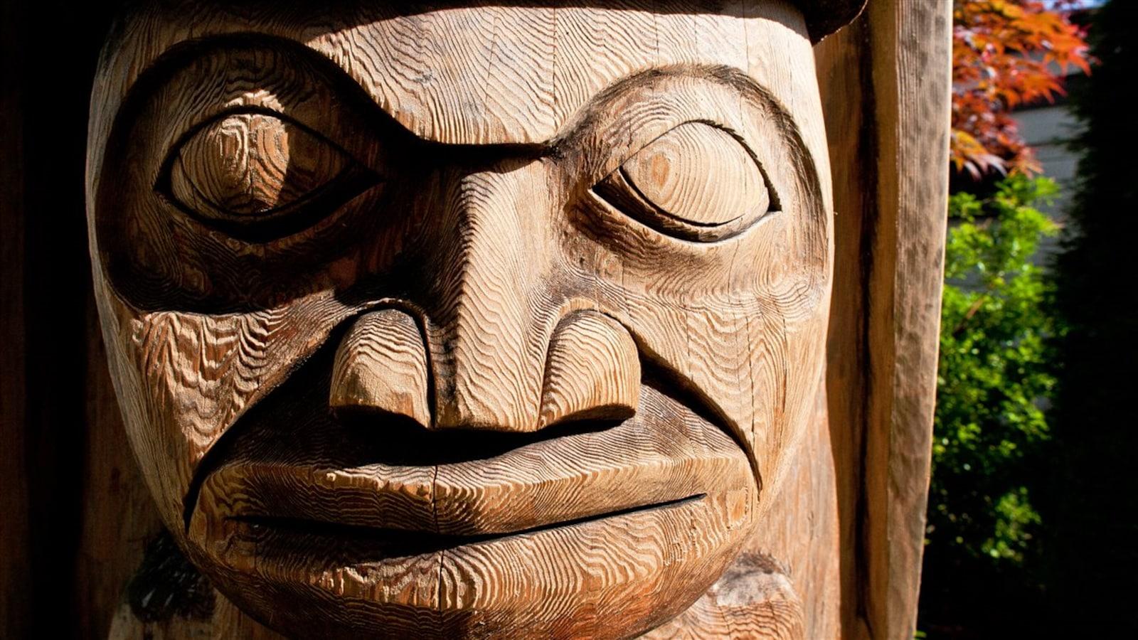 Un totem de la communauté Sts'ailes, au nord de Vancouver