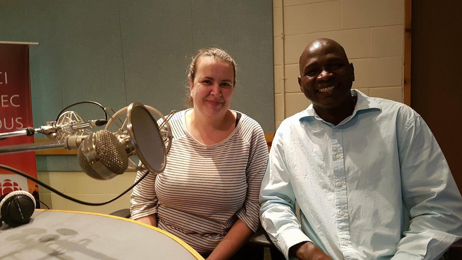 Bocar Diagana, président du regroupement Amicale interculturelle de Sept-Îles (AMIS), et Hélène Lejeune, vice-présidente du regroupement AMIS