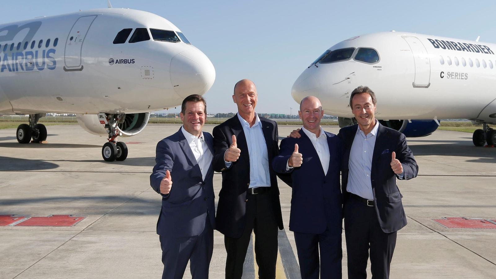 Le président du conseil d'administration de Bombardier, Pierre Beaudoin (gauche), le PDG de Airbus, Thomas Enders, le directeur général de Bombardier, Alain Bellemare, et le directeur exécutif d'Airbus, Fabrice Bregier.