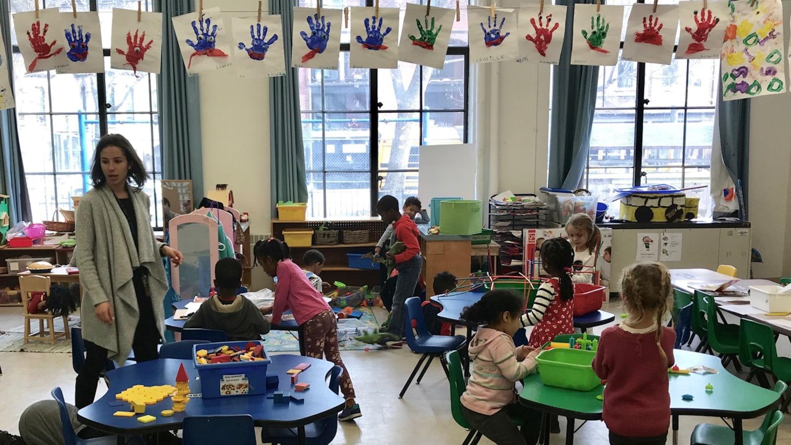 Classe de maternelle-jardin à l'École primaire Gabrielle-Roy, à Toronto.