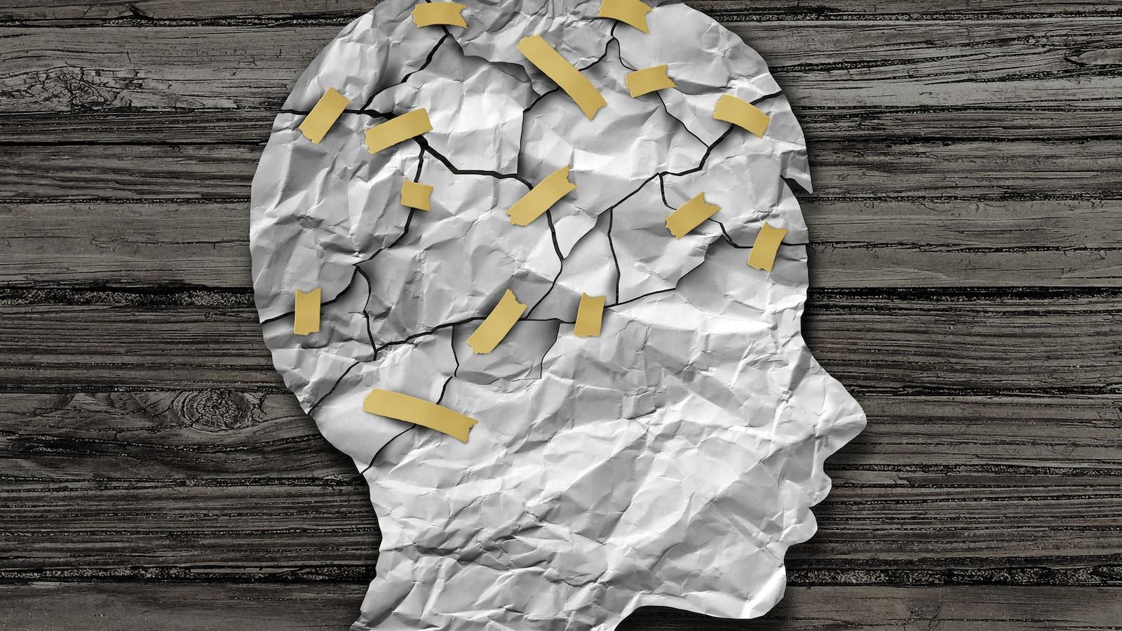 Une feuille découpée en morceaux représentant une tête et un cerveau.
