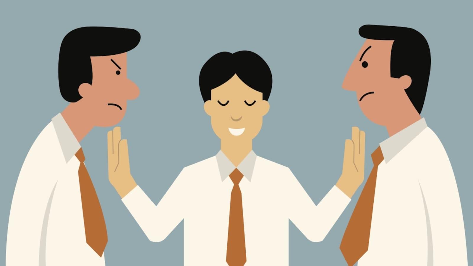 Dessin d'un homme souriant s'interposant entre deux hommes mécontents.