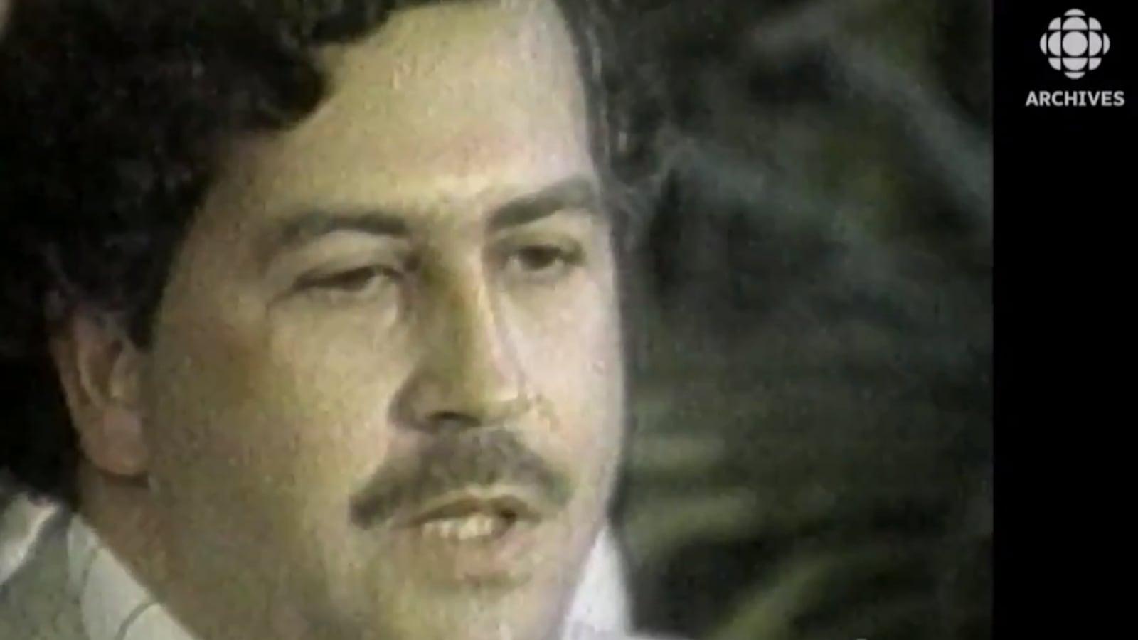 Gros plan du visage de Pablo Escobar