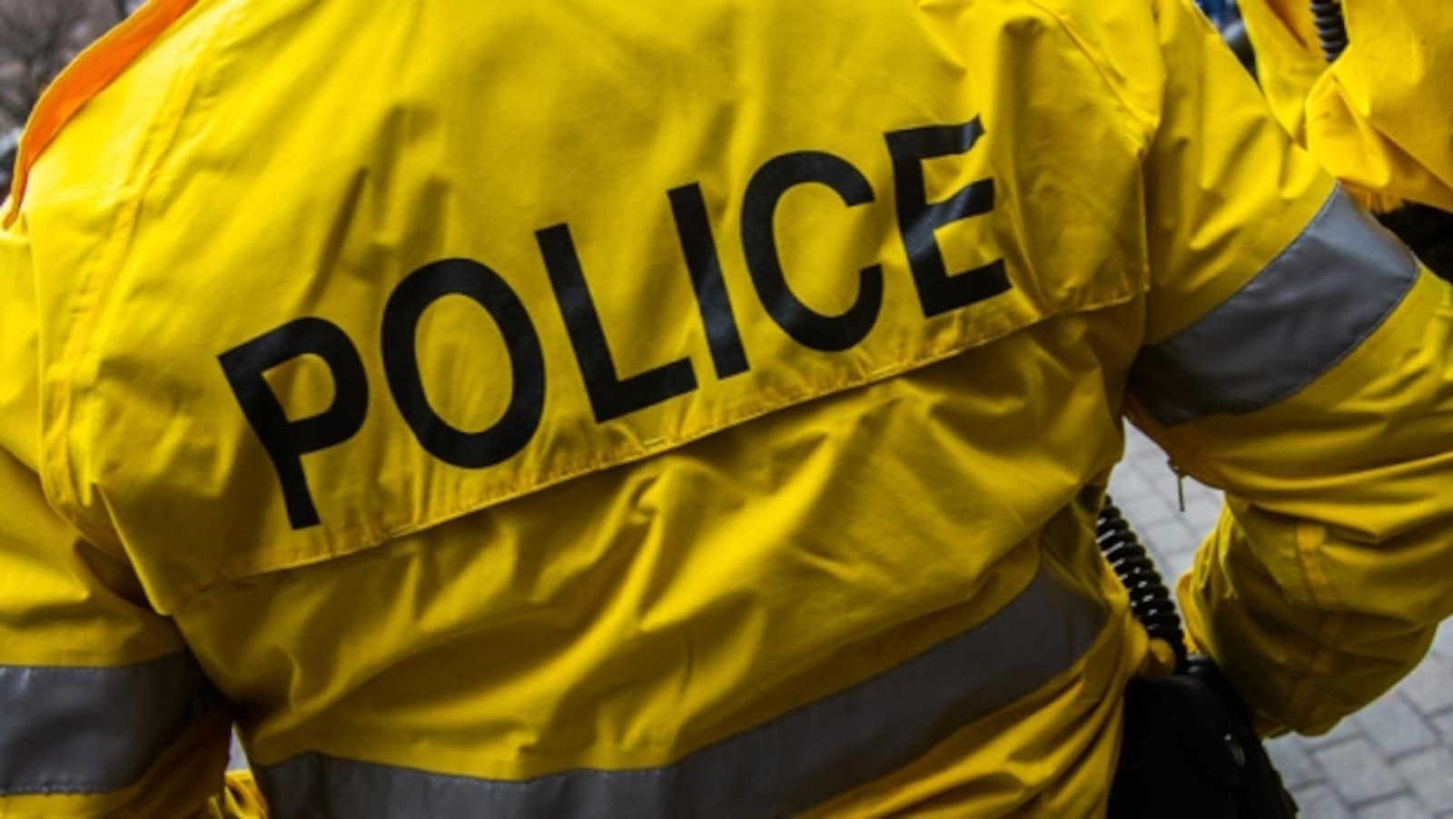 Une veste imperméable de policier