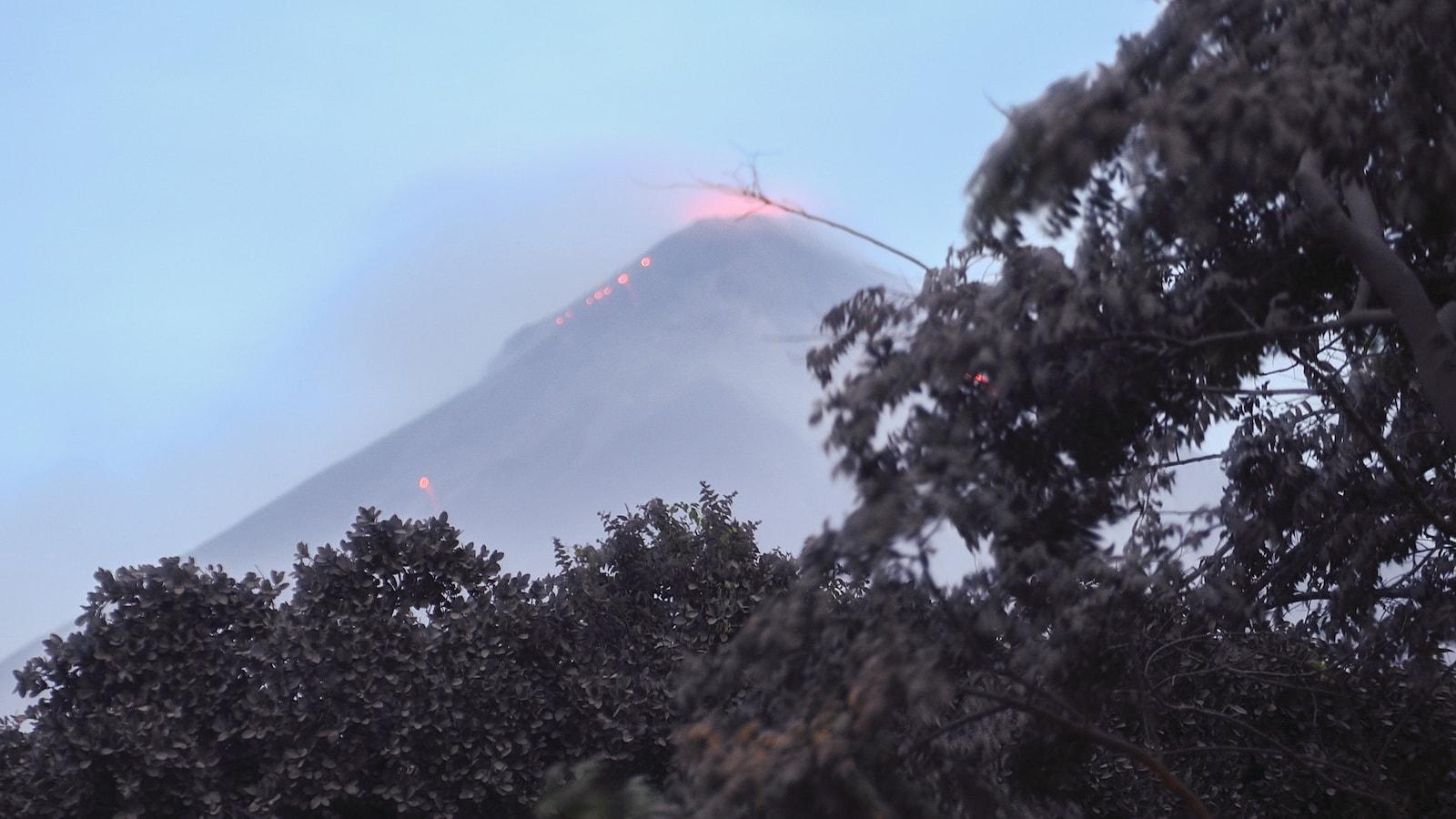 Le volcan de Fuego lors de son éruption, le 3 juin 2018.