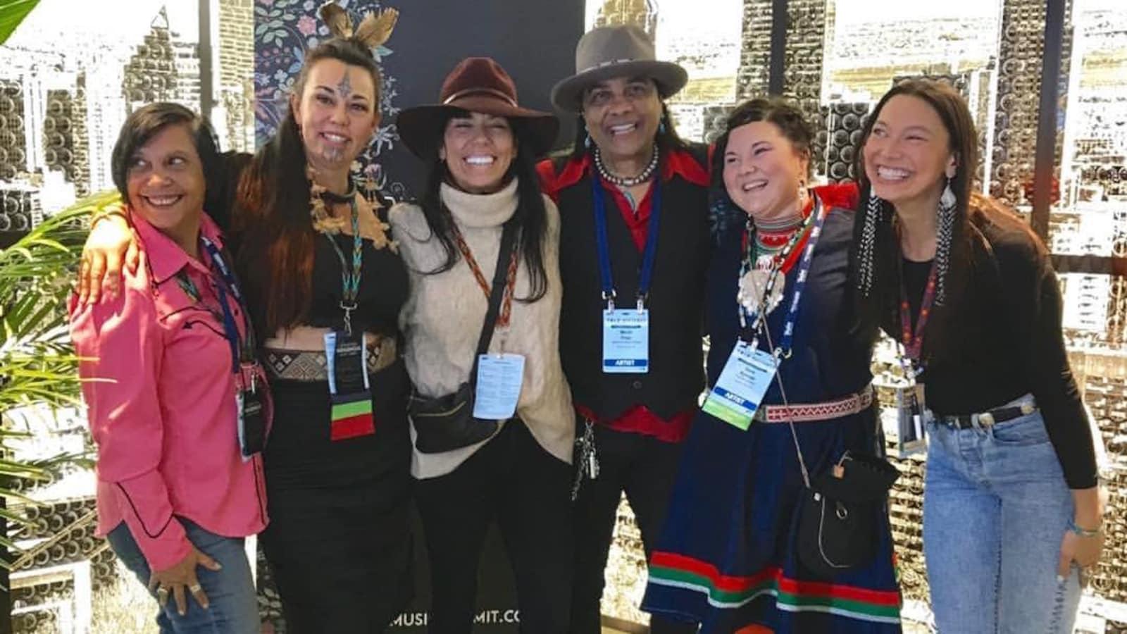 Organisateurs et participants au Sommet international des musiques autochtones (ShoShona Kish, 3e en partant de la gauche) Montréal, février 2019