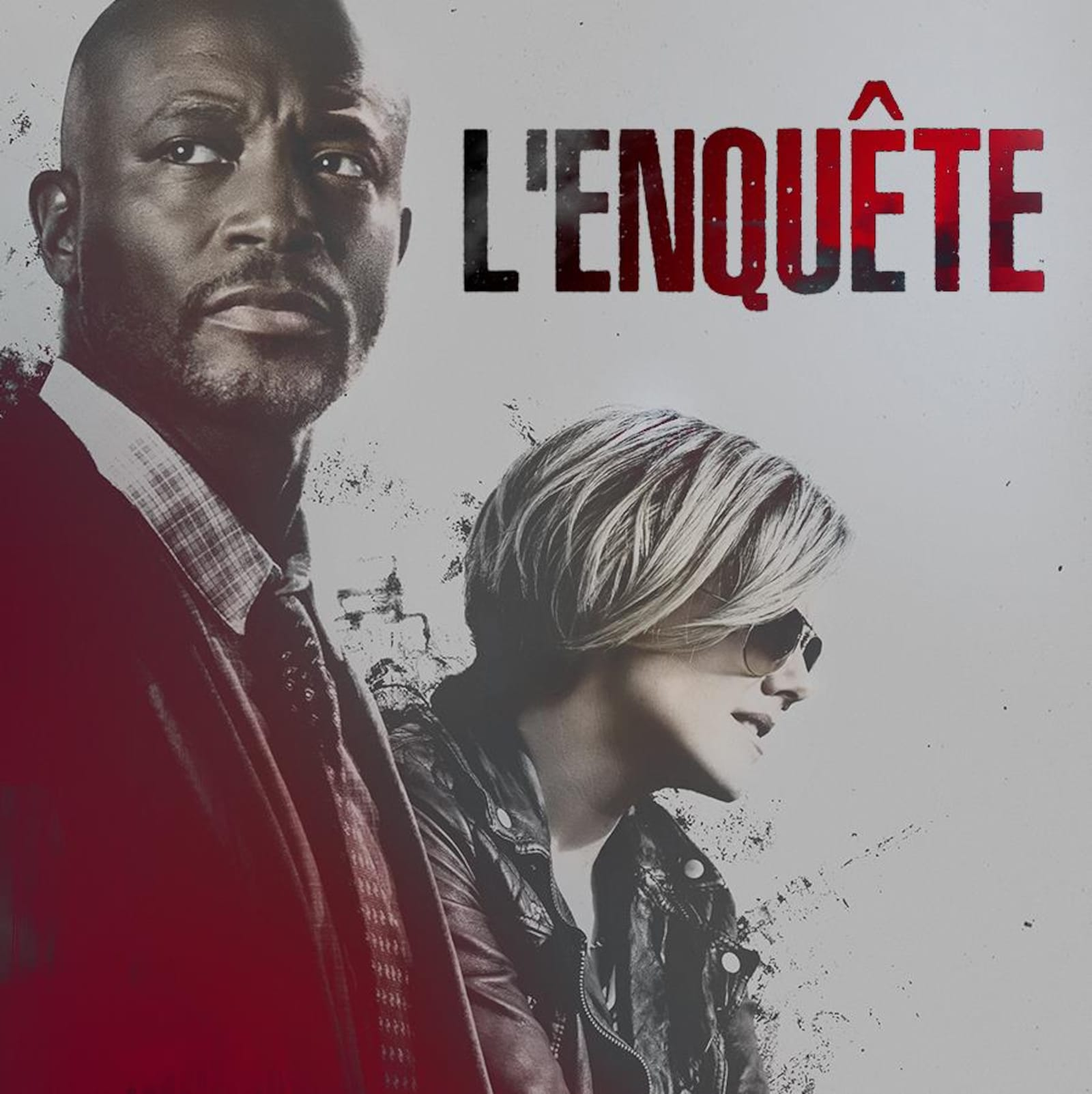 Les deux personnages principaux de la saison 3 de l'Enquête, un homme et une femme qui porte des lunettes de soleil.