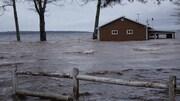 Maison inondée entourée d'eau à Canning, dans la région de Grand Lake, le 27 avril 2019.