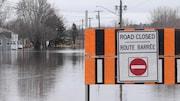 Plusieurs routes sont fermées à la circulation à Fredericton et les autorités demandent aux automobilistes de respecter les barricades.