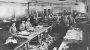 L'un des ateliers de fourrure de Jean-Baptiste Laliberté dans les années 1890.