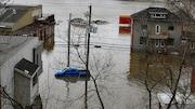 L'eau de la rivière Chaudière a rapidement envahi le centre-ville de Beauceville et inondé des résidences.