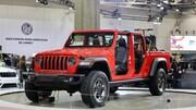 Ce jeep rouge est un tout nouveau modèle 2020.