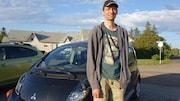 Hugo Beaulieu de Carleton-sur-Mer a acheté sa voiture électrique en 2012, ce qui en fait probablement le premier propriétaire d'un véhicule tout électrique en Gaspésie, selon l'Association des véhicules électriques du Québec