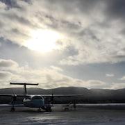 Un avion sur le tarmac