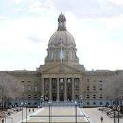 La façade de l'immeuble de l'Assemblée législative de l'Alberta, à Edmonton.