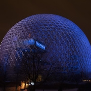 La Biosphère, situé à l'île Sainte-Hélène, sous l'effet de l'éclairage