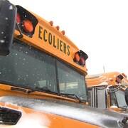 Des bus scolaires enneigés