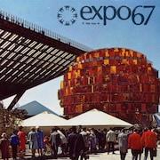 Carte postale de l'Expo 67 montrant deux pavillons.