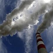 Les cheminées d'une centrale électrique au charbon, en Europe.