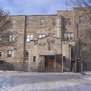 L'École secondaire Sophie-Barat en hiver.