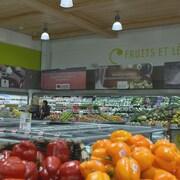 Des fruits et légumes dans une épicerie biologique