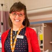 Le ministre de la Santé, James Aylward et la néonatologiste, la Dre Beth Ellen Brown.