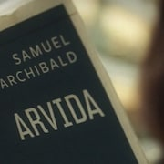 L'animatrice Marie Villeneuve lisant « Arvida » de Samuel Archibald