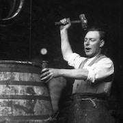 Un tonnelier en 1935