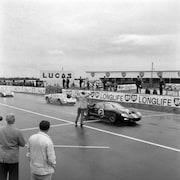 La Ford GT40 à la ligne d'arrivée des 24 Heures du Mans en 1966.