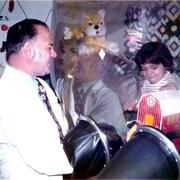 L'enfant bulle David Vetter et le pédiatre et immunologiste John Montgomery.