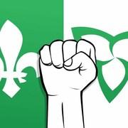 Dessin du drapeau franco-ontarien avec au centre un poing levé comme un signe de résistance.