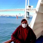 Manon Trudel a un masque sur la bouche sur un pont du Diamond Princess.