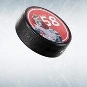 Image montrant une rondelle de hockey, un bâton de hockey et le logo du balado Tellement hockey.