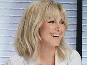 Véronique Cloutier souriante sur l'affiche de sa nouvelle émission