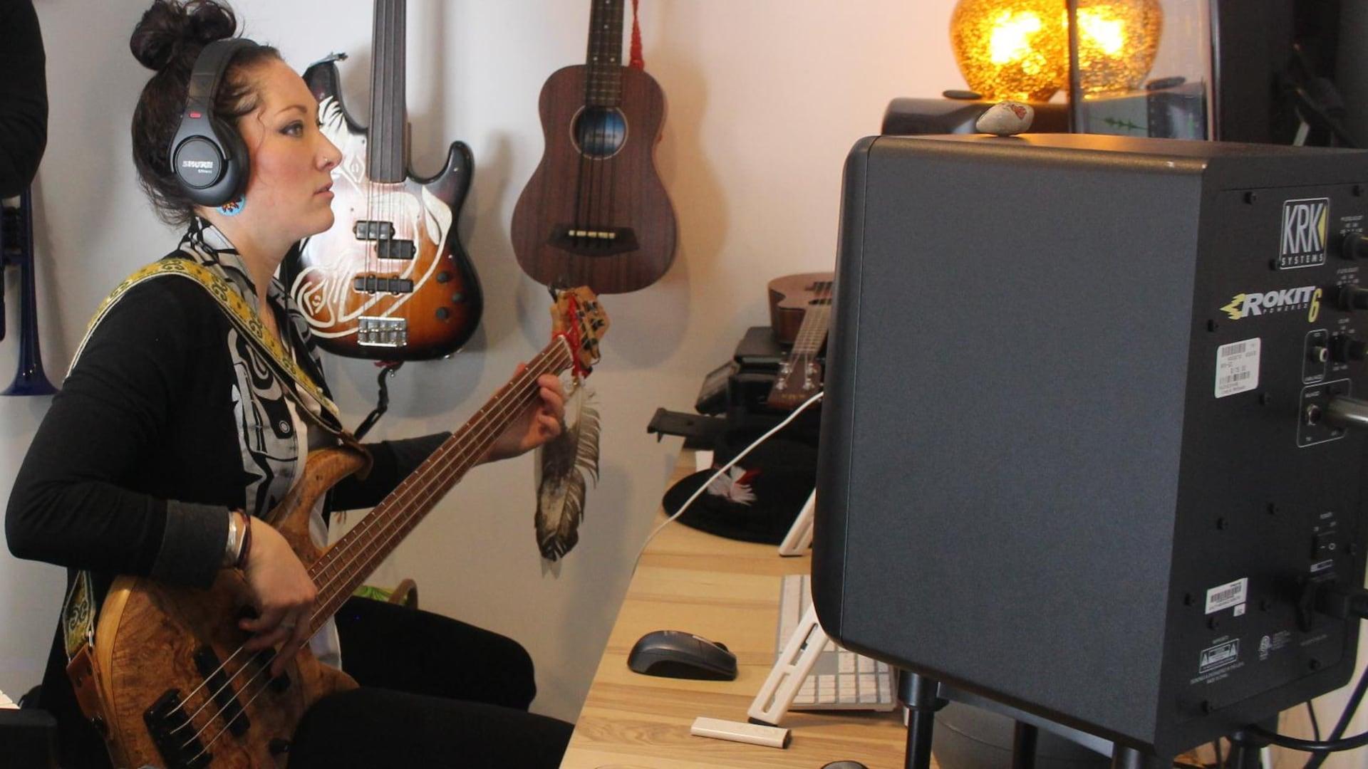 Marie-Josée Dandeneau dans son studio.
