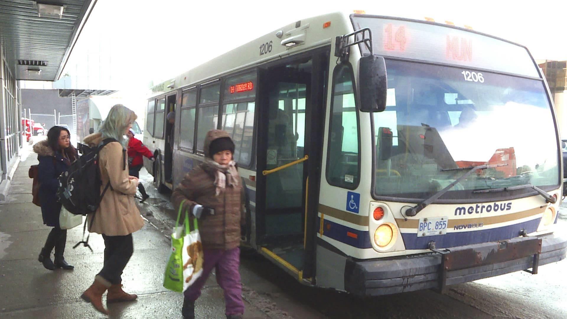 L'autobus 14 vers l'Université Memorial de Terre-Neuve, à Saint-Jean.