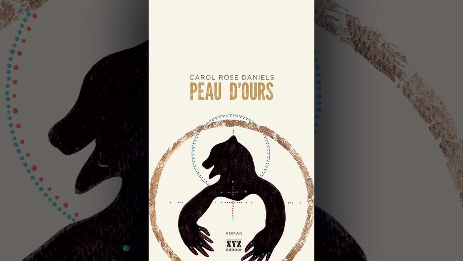Image de la couverture du livre Peau d'ours, de Carol Rose Daniels. Illustration stylisée d'un ours de profil, entouré d'un cercle brun. L'ours a des points rouges et bleus sur les pattes.
