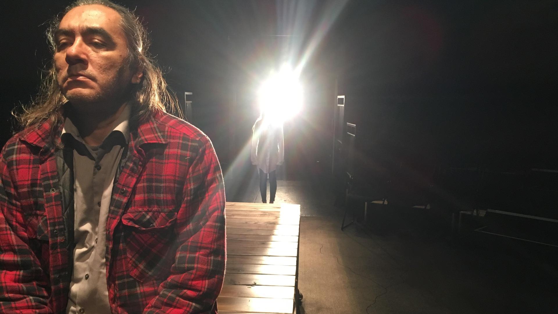 Marco Collin et Soleil Launière dans la pièce Là où le sang se mêle, mise en scène par Charles Bender.