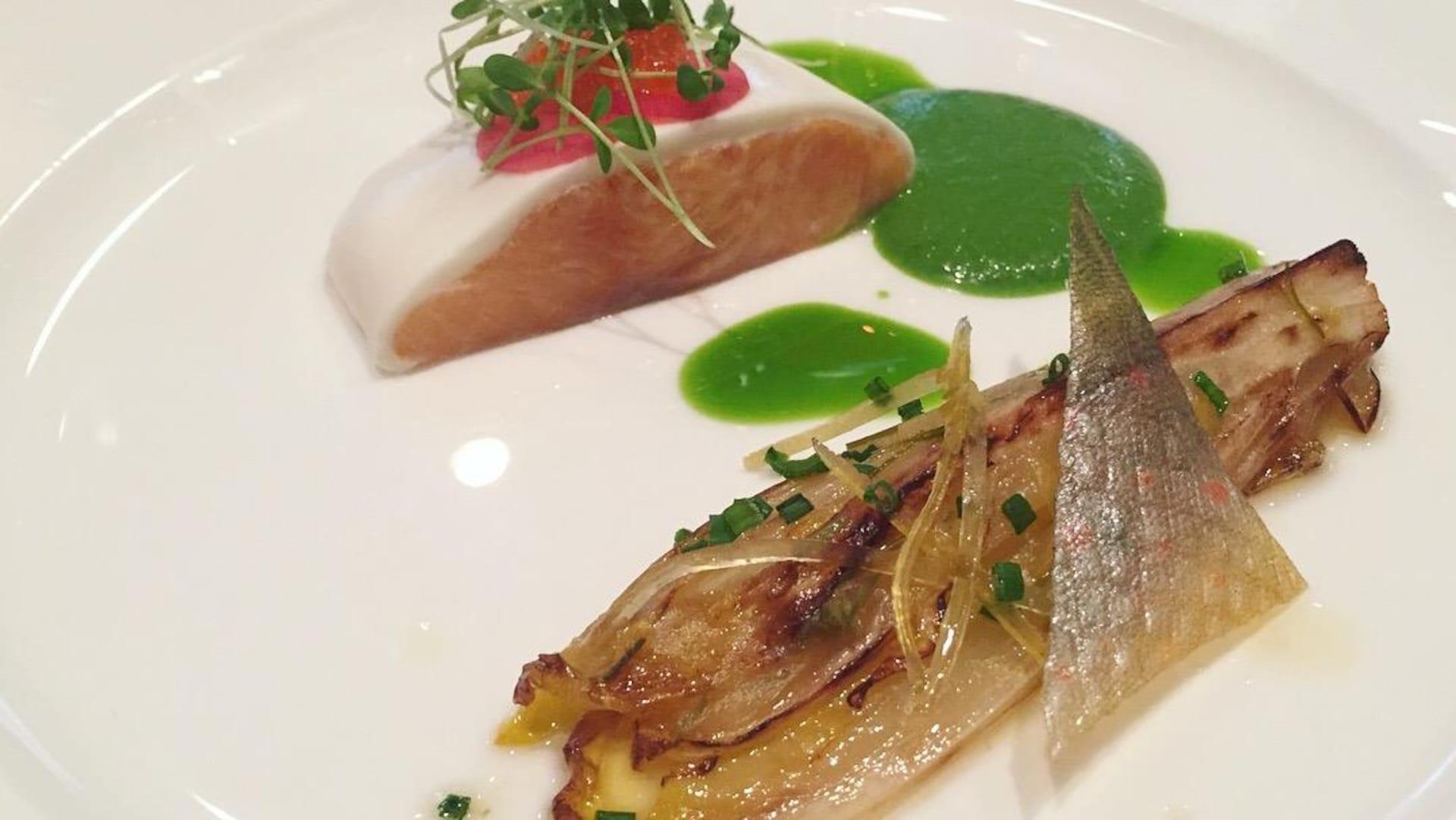 Le saumon en croûte de babeurre et raifort du restaurant Initiale.