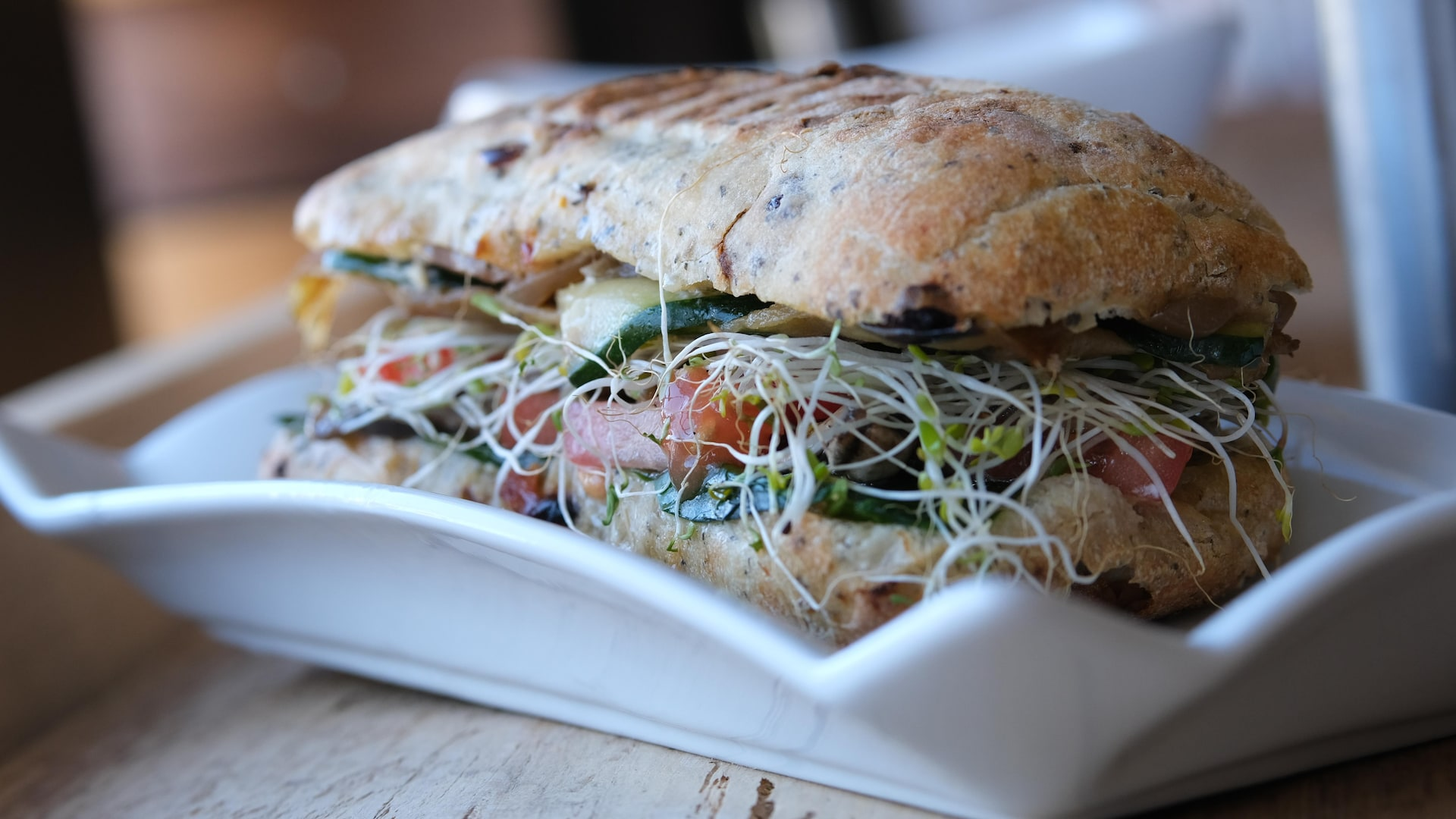 Le sandwich baraqué aux légumes marinés, un coup de cœur fort savoureux.