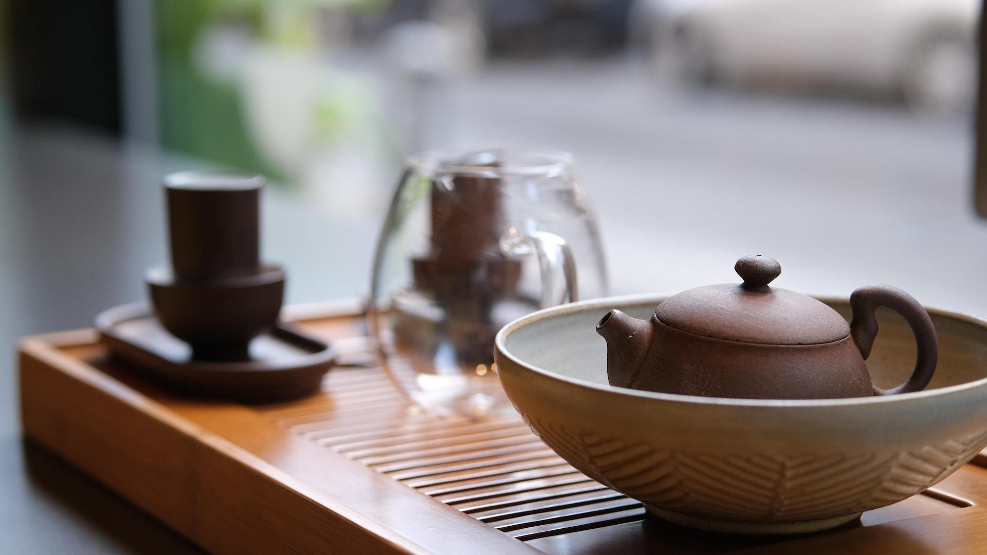 Des accessoires utilisés pour la cérémonie de thé gong fu cha à la Maison de thé Camellia Sinensis.