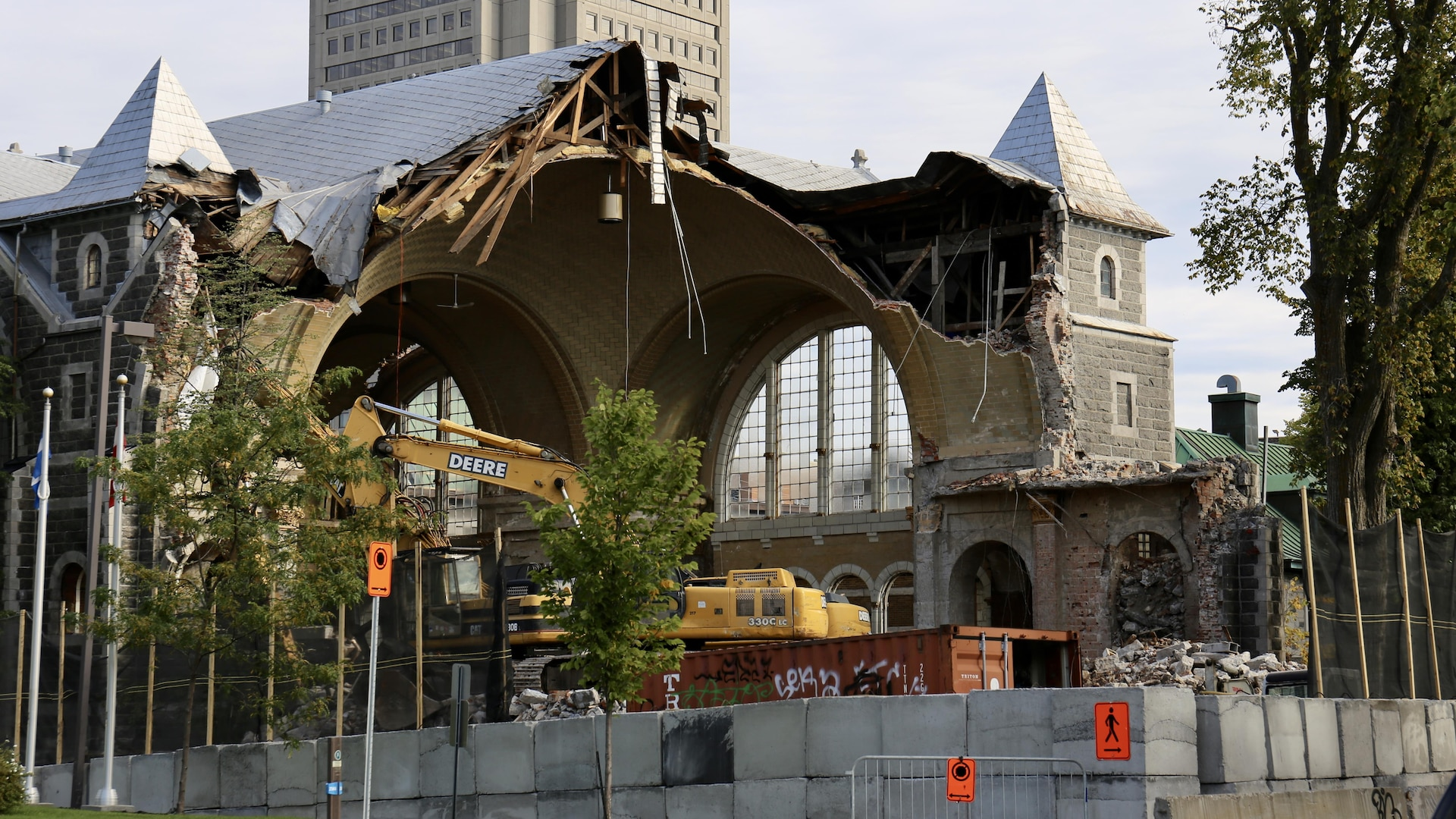 L'église en pleine démolition.