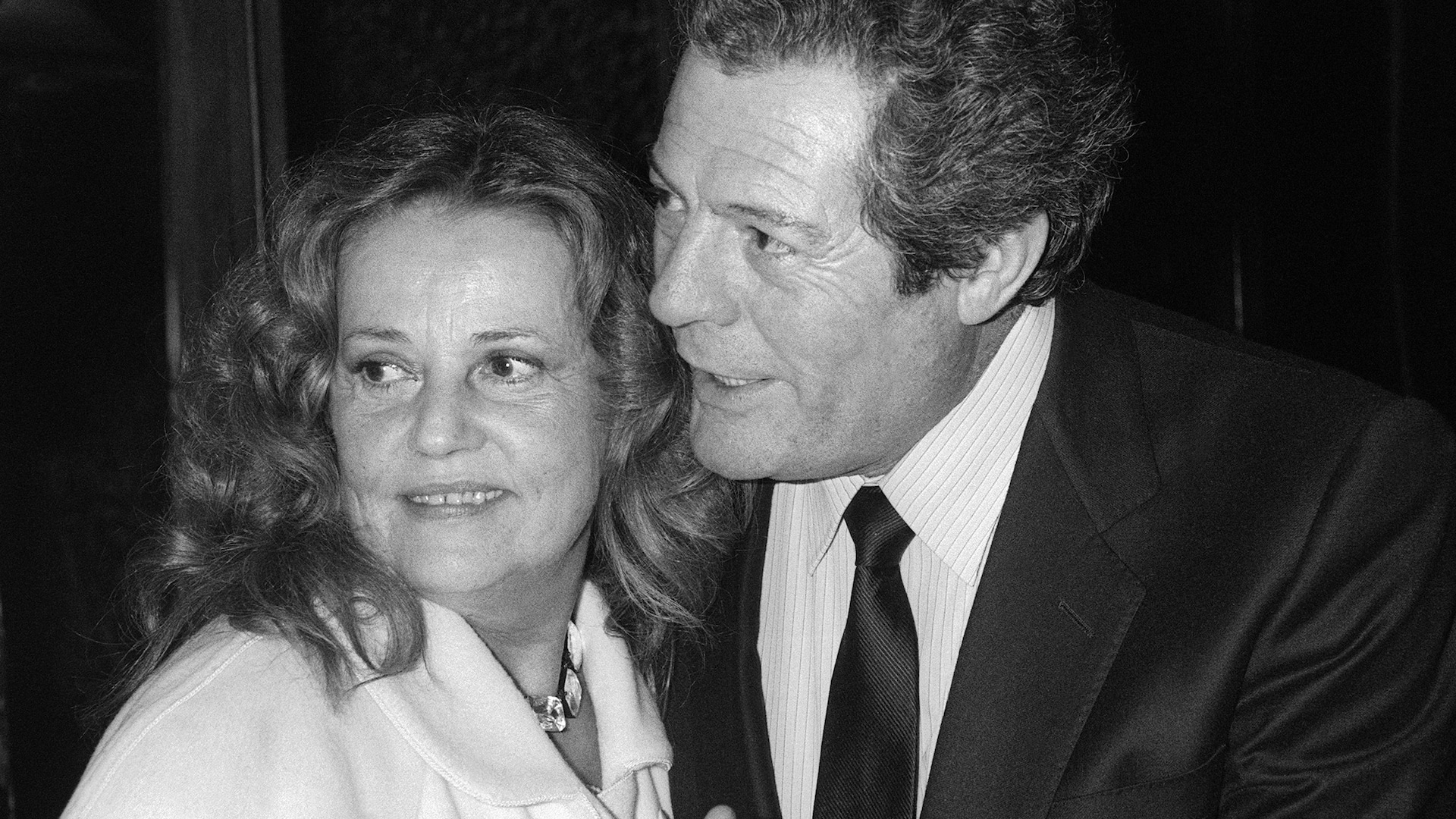 L'actrice française Jeanne Moreau et l'acteur italien Marcello Mastroianni posent ensemble en 1985